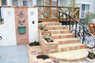 レンガ段鼻 手摺付き階段 アプローチ・階段
