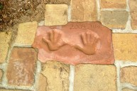 アンティークレンガ敷き 施主お子様手形入れ アプローチ・階段