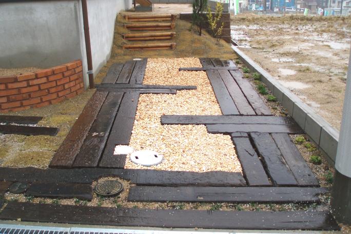 枕木敷き駐車場 化粧砂利仕上げ カーポート・駐車場