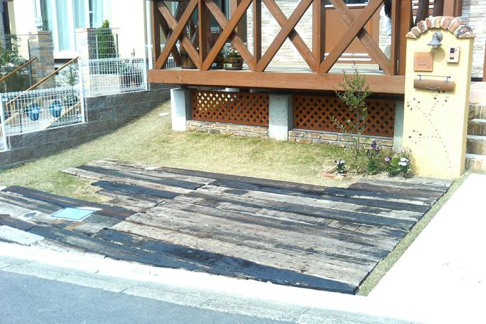 枕木敷き駐車場 カーポート・駐車場