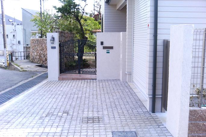 ピンコロ敷き駐車場 カーポート・駐車場