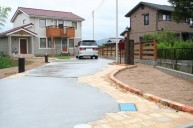 アンティークレンガ敷きコンクリート土間駐車場 カーポート・駐車場