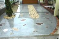レンガ化粧石飾り入りコンクリート駐車場 カーポート・駐車場