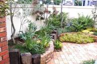 レンガと枕木の花壇 アプローチ・階段