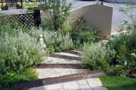 枕木とアンティークレンガ階段周り植栽 ガーデニング