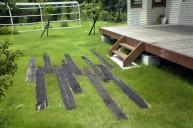 枕木を埋め込んだ芝生 ガーデニング