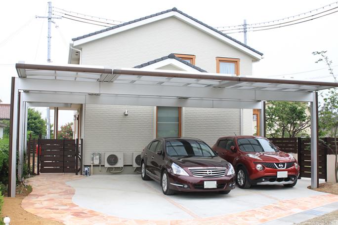 車3台駐車可能 三協アルミUスタイル カーポート・駐車場