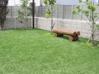 メンテナンスが楽な人工芝のお庭 中庭