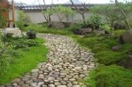 丸石を敷き詰めたアプローチ(通路) アプローチ・階段