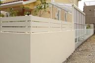 スッキリデザイン・白い樹脂フェンス フェンス