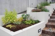 土留を兼ねた階段状の花壇 土留め