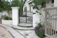上品で高級感のあるモールディング 門柱・門周り