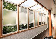 プライバシーを守る半透明窓 テラス